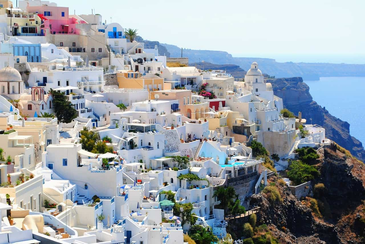 Best towns to stay in Santorini
