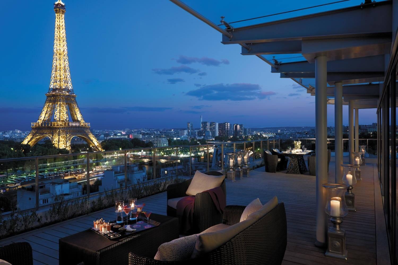 Shangri-La Hotel Paris un hotel con una vista espectacular de la Torre Eiffel