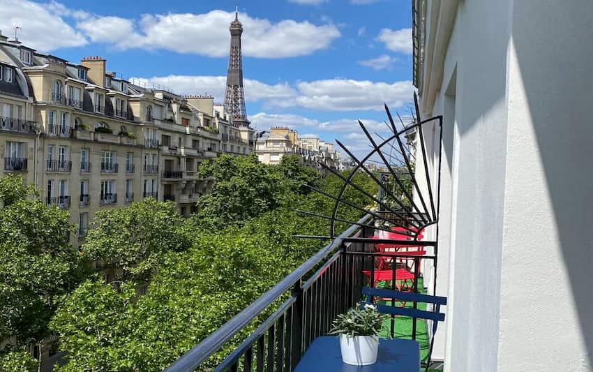 Vistas a la Torre Eiffel desde el balcón de la habitación del Hotel Le Cercle Tour Eiffel