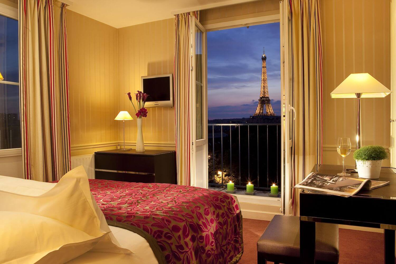 Otra magnífica vista de la Torre Eiffel desde la habitación del Hotel Duquesne Paris