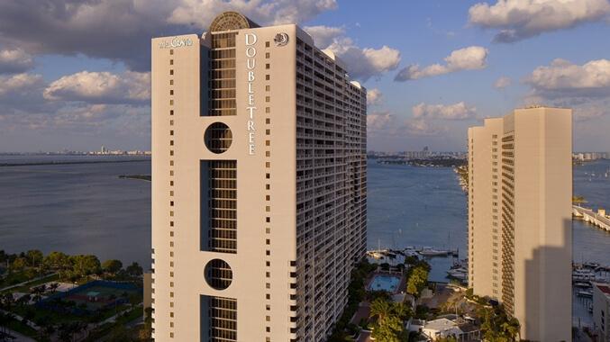 Hotel cercano al puerto de Miami