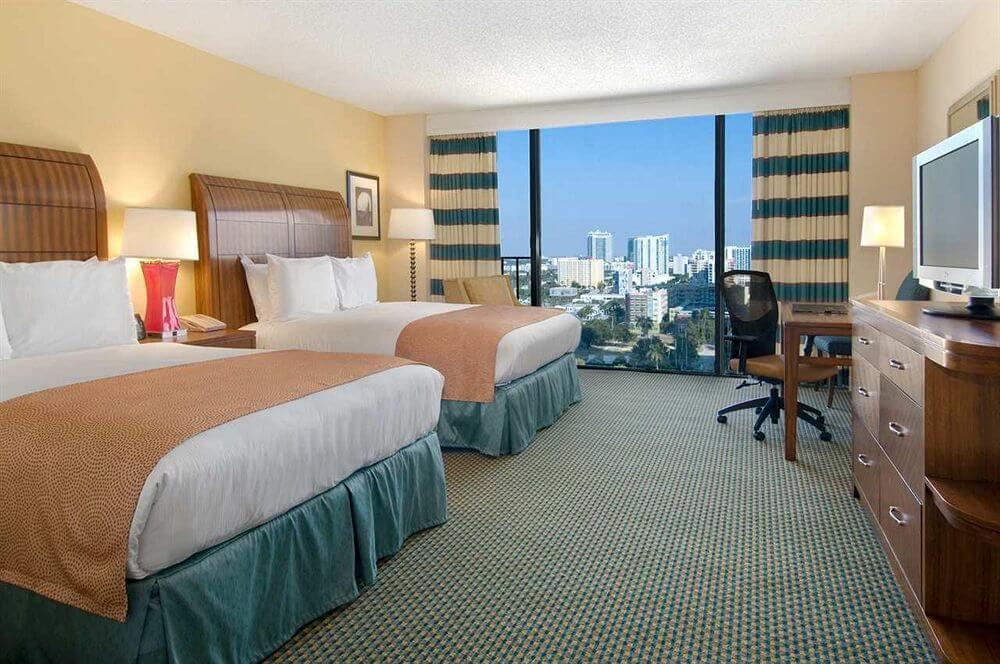 Hotel cerca del puerto de cruceros en Miami