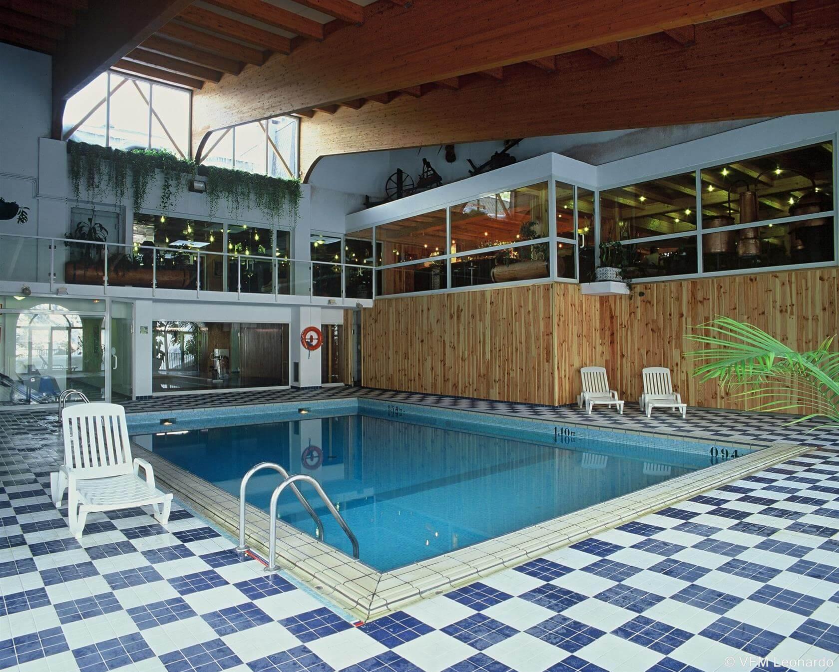 Hoteles en andorra con piscina climatizada for Hoteles con piscina climatizada