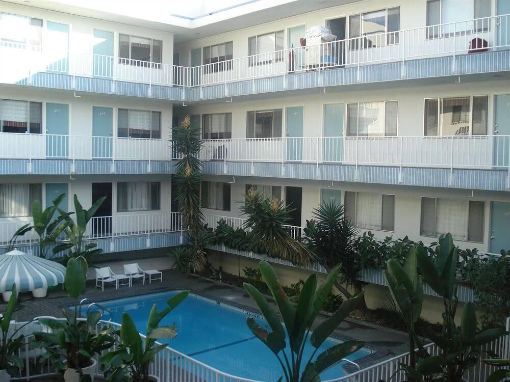 Un buen motel con piscina en Los Ángeles