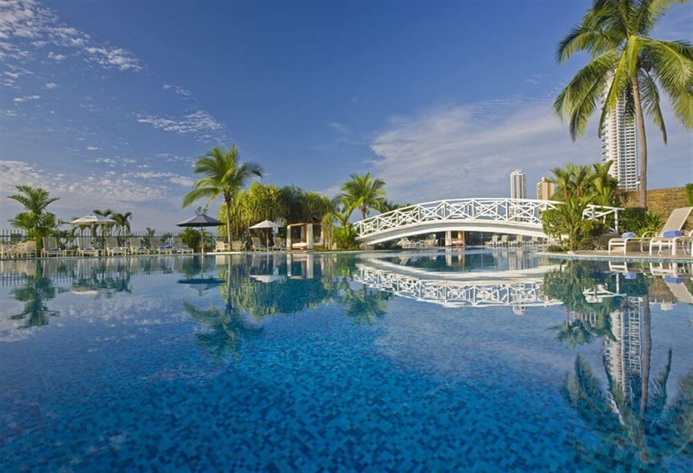 Piscina del hotel Intercontinental Miramar Panama