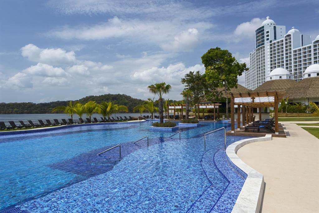 Piscina del hotel The Westin Playa Bonita Panama