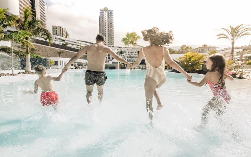 Hard Rock Hotel Tenerife, el mejor hotel para niños y adultos de Tenerife