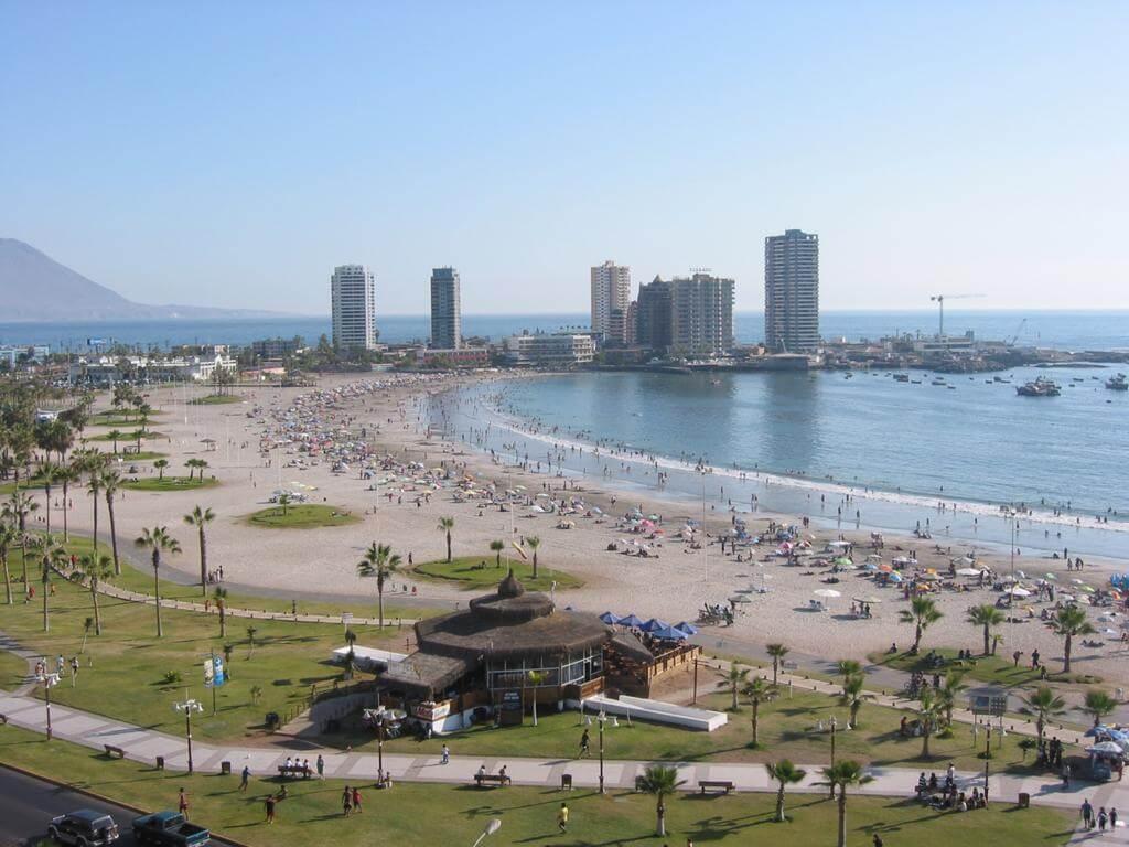 Playa Cavancha, la mejor zona para alojarse en Iquique
