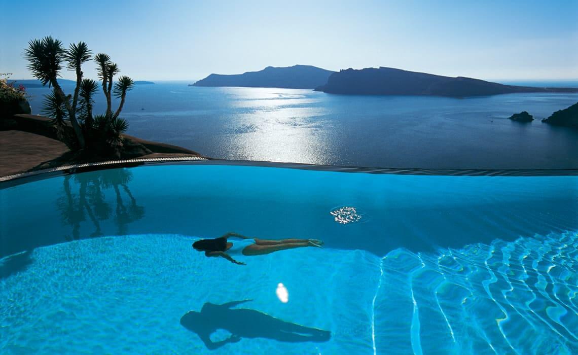 Hotel con piscina infinita en Santorini