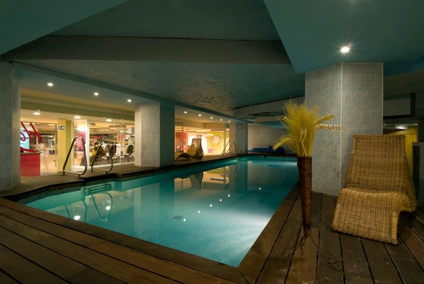 HoPiscina climatizada del hotel Princesa Plaza Madrid