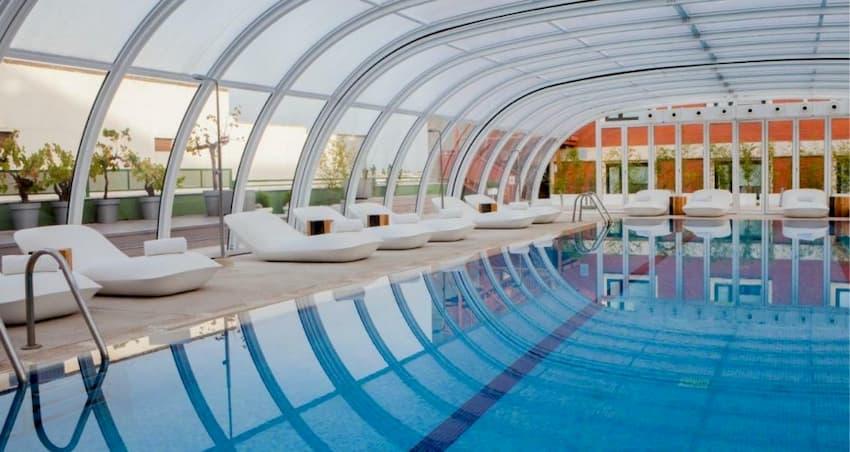 Piscina cubierta climatizada del hotel Madrid Marriott Auditorium Hotel